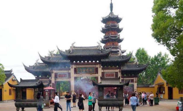 Shanghai Authorities Keen to Protect Traditional Culture of Famed Longhua Buddhist Temple