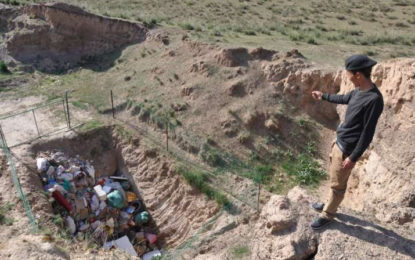 Growing Mountains of Litter Plague the Tibetan Plateau