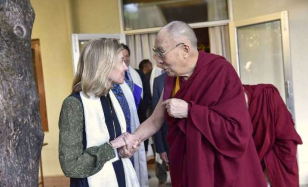 HH Dalai Lama Counsels Youth Leaders from Conflict Zones Against Action Founded in Anger