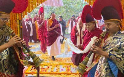 Sakya Trizin Rinpoche visits Tibetans in Kalimpong